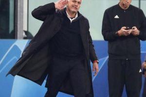 M.U thắng ngược ngoạn mục, HLV Mourinho 'trả đũa' CĐV Juventus