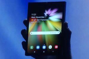 'NÓNG: Samsung phô diễn điện thoại có màn hình gập lại 'chất lừ'
