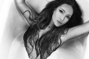 Diva Thanh Hà táo bạo nude bên ngựa ở tuổi U50