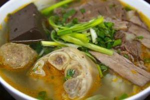 Quán ăn lâu đời bậc nhất ở HN, khi gió lạnh về là đông nghịt khách