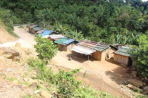 Tái định cư vùng sạt lở ở Trà Lâm, Trà Bồng, Quảng Ngãi: Mỏi cổ chờ… nền !