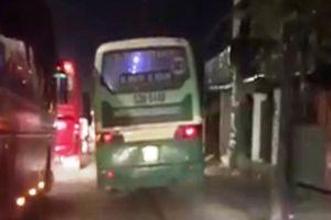 Toát mồ hôi xem clip xe buýt 'làm xiếc' trên Quốc lộ 1