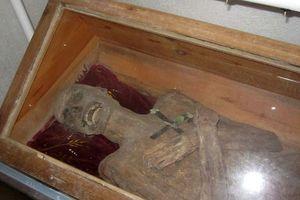 Ớn lạnh thi hài 300 năm nguyên vẹn như được ướp xác