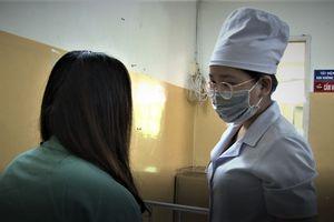 Nâng mũi bằng chất làm đầy, một nữ sinh bị hoại tử vùng mũi