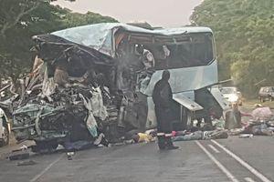 Hai xe buýt đấu đầu, 47 người mất mạng, 70 người bị thương