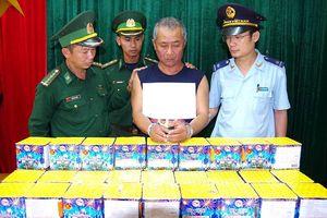 Giấu 46kg pháo trong ca bin ô tô từ Lào về Việt Nam tiêu thụ