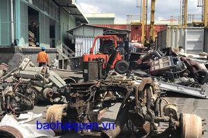 Cận cảnh lô máy móc, phụ tùng ô tô cũ nhập lậu về cảng Cát Lái