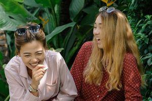 Hai cô gái yêu nhau trong 'Anh chàng độc thân': 'Chúng tôi đã dọn về sống chung'