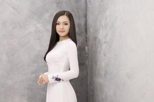 Ca sĩ trẻ Lê Ngọc Thúy: 'Ngược dòng' để hát nhạc quê hương