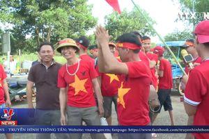 CĐV Việt Nam hâm nóng bầu không khí SVĐ quốc gia Lào