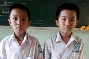Hai em học sinh nhặt được 15 triệu đồng, mang đến công an trả lại người rơi