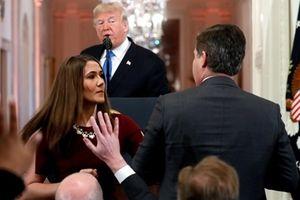 Nhà Trắng thu thẻ phóng viên cãi nhau tay đôi với Tổng thống