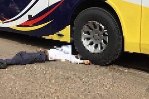 Nhậu say mèm, ngã xuống đường bị xe khách tông tử vong