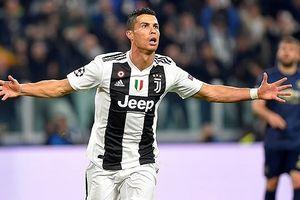 Cristiano Ronaldo ăn mừng cuồng nhiệt ghi bàn vào lưới MU