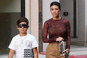 Kourtney Kardashian vui vẻ dẫn các con đi chơi sau khi gặp gỡ tình cũ