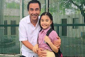 Con gái út xinh đẹp của Quyền Linh 'bắn' tiếng Anh như gió