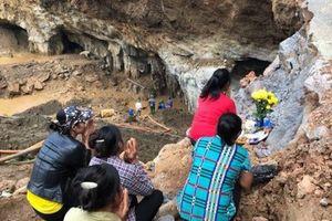 Sập hầm vàng trái phép ở Hòa Bình: 'Mong tìm được thi thể chứ nằm dưới bùn lạnh lẽo lắm'
