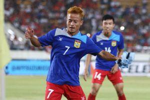 Vì sao 'Messi Lào' không ra sân trong trận thua tuyển Việt Nam?
