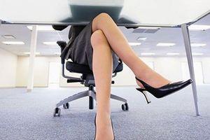 Tại sao ngồi vắt chéo chân gây hại sức khỏe?