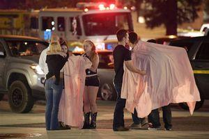 Cảnh chạy thoát thân trong vụ xả súng 12 người chết ở California