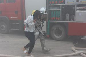 Gần 200 người tham gia 'chữa cháy' tại xưởng dệt may ở Mỹ Đức