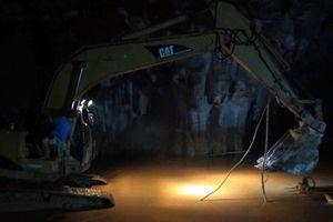 Hi vọng dần tắt tại hiện trường giải cứu 2 nạn nhân mắc kẹt trong hang Cột Cờ