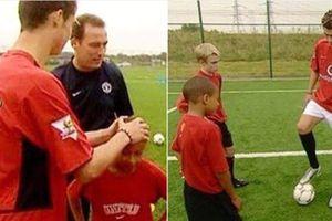 Góc hồi ức: Nhớ lại thời Ronaldo 'trẻ trâu' xoa đầu và chỉ dậy thằng nhóc Jesse Lingard