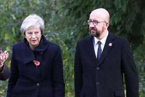 Đoàn xe của Thủ tướng Anh Theresa May bất ngờ gặp tai nạn ở Bỉ