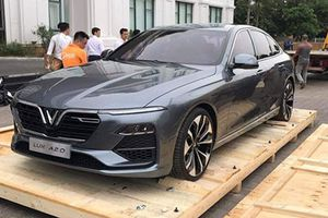 Cận cảnh sedan VinFast Lux A2.0 đầu tiên tại Hà Nội