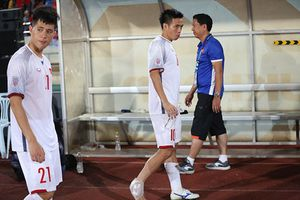 Đội trưởng Văn Quyết chấn thương ngay sau trận mở màn AFF Cup 2018