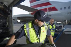 Mỹ: Ngủ quên trong lúc làm việc, nhân viên sân bay tỉnh dậy cách xa nhà... 800km