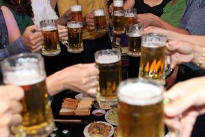 Hai luồng ý kiến về đề xuất cấm bán rượu, bia trên internet