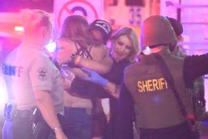Nghi can xả súng giết 12 người trong quán bar từng là xạ thủ thủy quân lục chiến