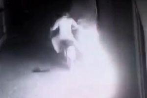 Phóng hỏa đốt nhà người khác vì bị nhắc nhở 'tiểu bậy'