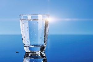 Thời điểm thích hợp uống nước ấm, nước lạnh