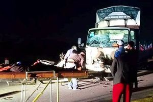 Xe tải đối đầu xe máy, 3 người tử vong tại chỗ