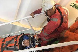 Kịp thời cứu thuyền viên người Ukraine bị chấn thương cột sống