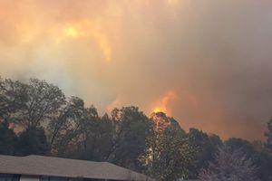 Cháy rừng bùng phát dữ dội, hàng ngàn người Mỹ phải sơ tán