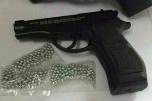 Hà Tĩnh: Đề nghị khen thưởng CSGT đoạt súng trên tay đối tượng côn đồ