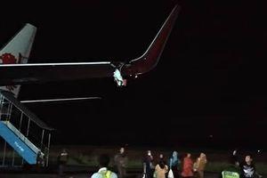 Máy bay Lion Air đâm vào cột đèn trước khi cất cánh