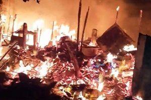 TP.HCM: Cháy dữ dội trong đêm gần làng trẻ SOS, người dân ôm của bỏ chạy