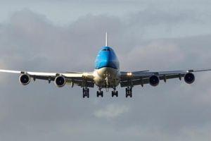Máy bay chở 126 người hạ cánh khẩn cấp, 6 người bị thương