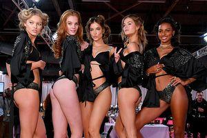 Victoria's Secret Fashion Show 2018: Dàn thiên thần tinh nghịch kéo áo khoe vòng 3 siêu gợi cảm