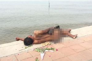 Người đàn ông Thái khỏa thân nằm giữa biển vì lý do không ngờ