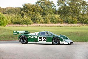 Ngắm cặp đôi xe đua Jaguar huyền thoại từng được David Coulthard cầm lái
