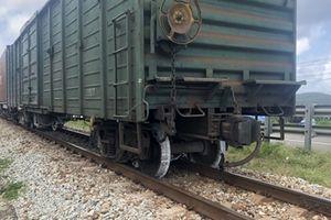 Đường sắt Bắc - Nam tắt nghẽn nhiều giờ vì tàu hàng trật bánh