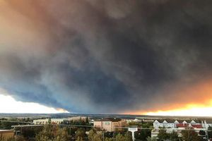 Cháy rừng 'như tận thế' ở California (Mỹ) làm hàng nghìn người sơ tán