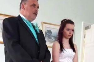 Người đàn ông bị đuổi khỏi quê nhà sau khi cưới một đối tượng 'không thể chấp nhận được'