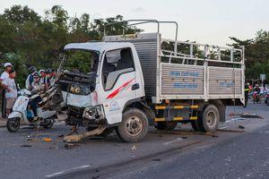 Hiện trường vụ tai nạn giữa 3 ôtô và 2 xe máy khiến 1 người tử vong