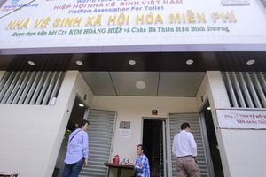 Cận cảnh nhà vệ sinh '5 sao' miễn phí trên phố ở Bình Dương